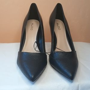 Aldo Black Pointed closed toe heel NEW
